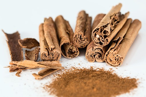 दालचीनी की चाय के फायदे,  दालचीनी के औषधीय उपयोग,  चेहरे पर दालचीनी लगाने के फायदे,  दालचीनी का चूर्ण,  दालचीनी की तासीर,  दालचीनी की मात्रा,  दालचीनी का भाव,  लौंग और दालचीनी के फायदे,  cinnamon benefits