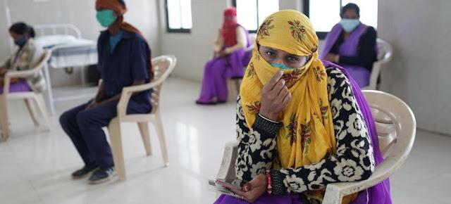 Una trabajadora en el sector de la salud en India quiere vacunarse para protegerse de COVID.UNICEF India/ Ruhani Kaur