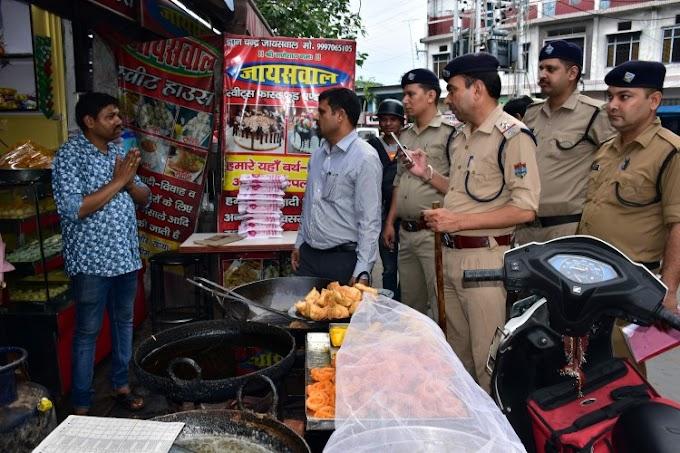 पुलिस में मिठाई की दुकान पर मारा छापा,दो कर्मचारी सहित 2 करोड़ की अफीम की गई जब्त