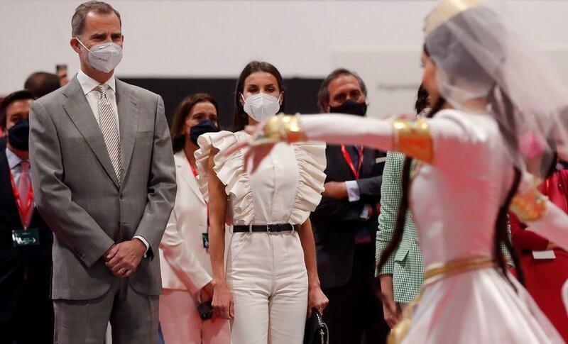 Queen Letizia wore a new denim cotton ruffle detail jumpsuit by IQ Collection Inés Domecq