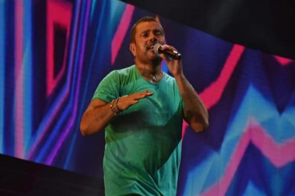 بالفيديو: عمرو دياب يصفع أحد حراسه مدافعاً عن احد معجبيه؟