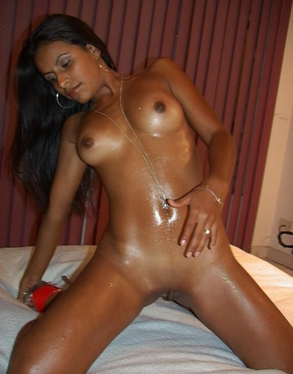 Teens pic oiled self with nude pussy