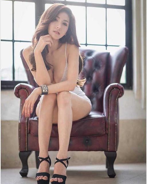 Gục ngã trước đôi gò bồng đảo xinh đẹp của cô nàng hot girl đa tài, đánh đàn cực hay