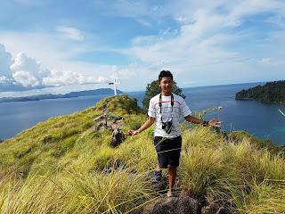 Berpose di Bukit Pulisan, Likupang Timur, Minahasa Utara, Sulawesi Utara +jelajahsuwanto
