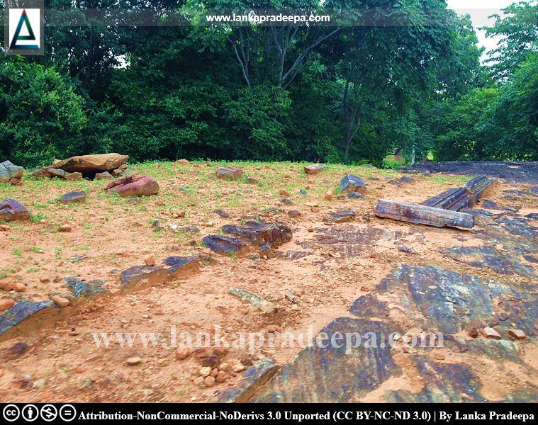 Ruins of buildings at Keheliya Viharaya