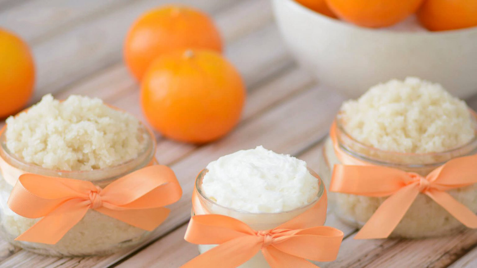 Tẩy da chết bằng đường và cam