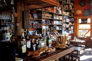 Borges-y-Alvarez-Libro-bar