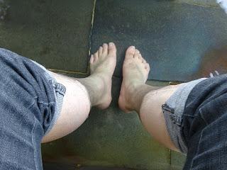 かみのやま温泉の足湯に浸る