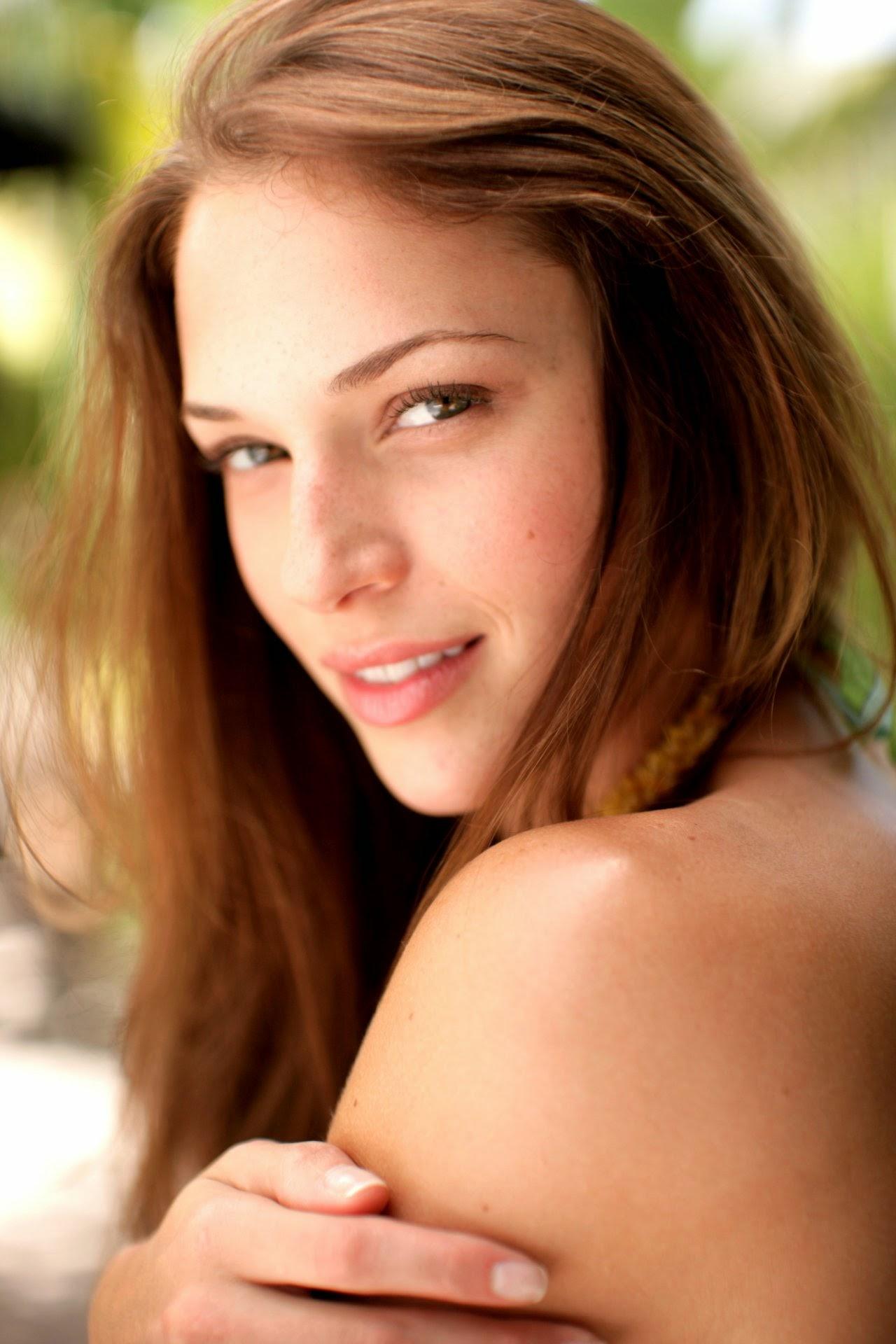 Amanda Righetti summary | Film Actresses