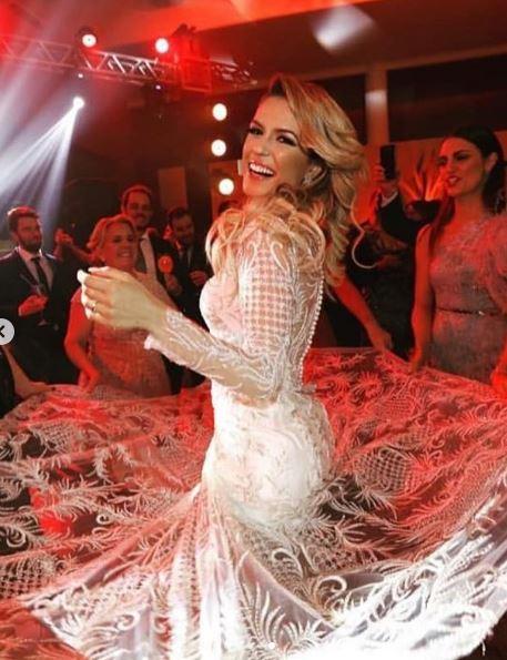 Beca Milano vestido de noiva