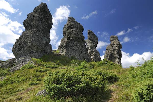 """Misterele megalitilor sau poteca celor """"12 Apostoli"""" din Muntii Calimani"""
