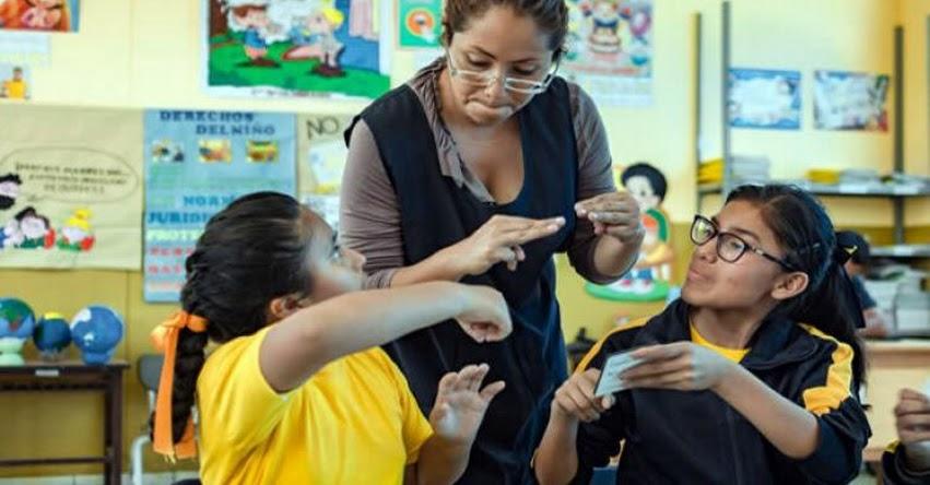 MINEDU ofrece educación inclusiva a más de 4 mil niños y jóvenes sordos o con discapacidad auditiva