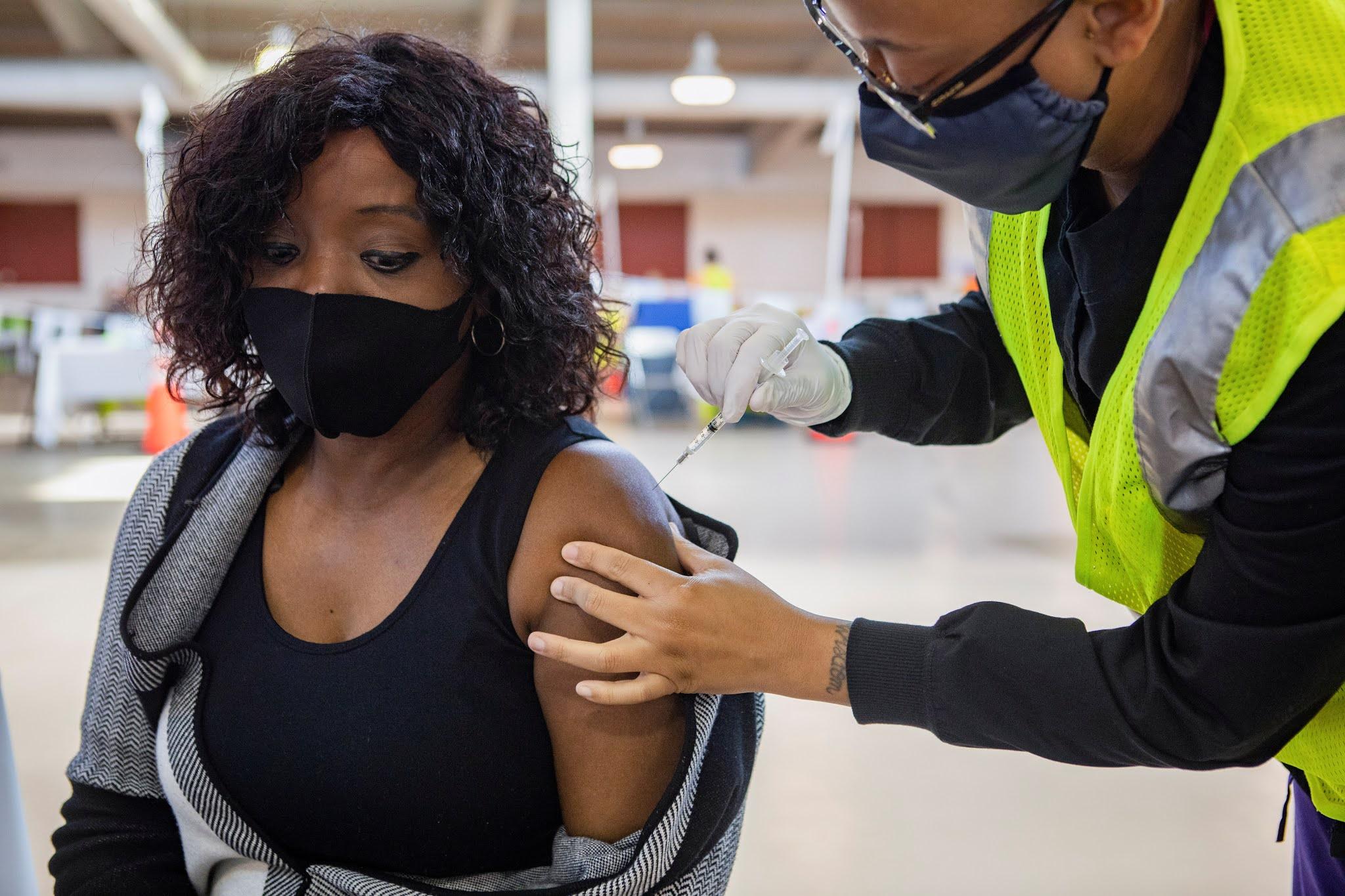 Estados Unidos vacunó contra el coronavirus a más de 2,4 millones de personas en solo 24 horas