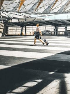 La valigia da assistente turistico: trollery, aeroporto - Credits: Mike Wilson