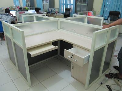 Meja Partisi Kaca Untuk 4 Staff + Furniture Semarang