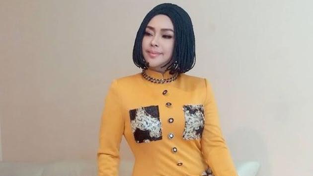 Dituding Lepas Hijab, Iyeth Bustami Unggah Foto Duka, Evie Tamala Kirim Doa: Mohon Terimalah Iman Islamnya