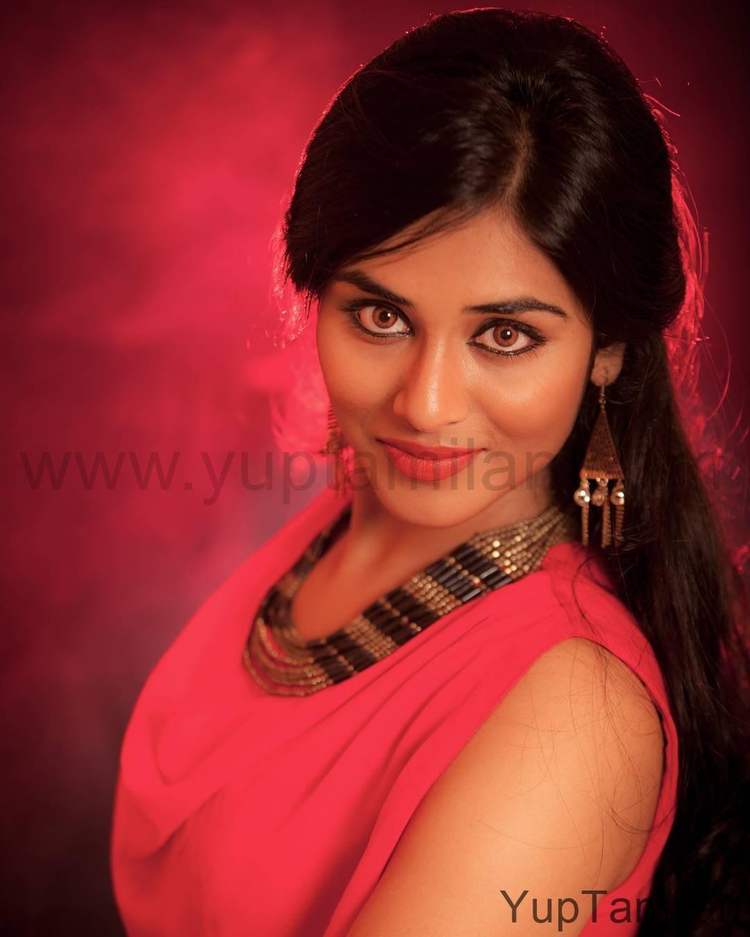 Actress-Indhuja-Beautiful-Unseen-Rare-Photos