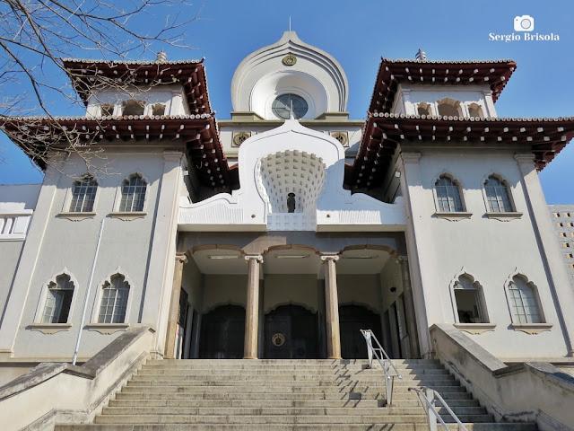 Vista em close-up da fachada do Templo Honpa Hongwanji do Brasil - Chácara Inglesa - São Paulo