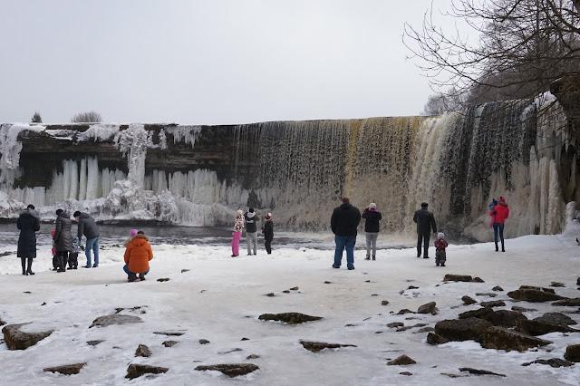Jägala vesiputous, nähtävyys Virossa lähellä Tallinnaa