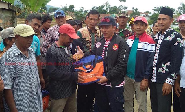 Pasca Banjir, Parosil dan Edi Novial Lakukan Peninjauan Sekaligus Beri Bantuan