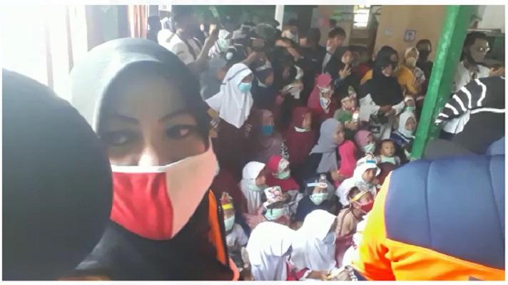 Ketua MPR dan IWO Sambangi Korban Banjir Bandang Cicurug