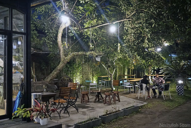 Konsep ruangan outdoor di Medpresso Coffee and Garden Jogja