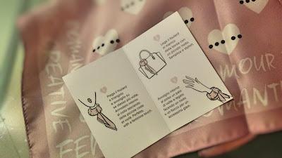 Foto di tessera illustrativa Motivi per come indossare il foulard
