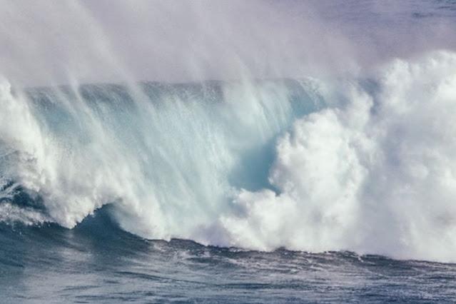 gelombang tsunami ancam istana