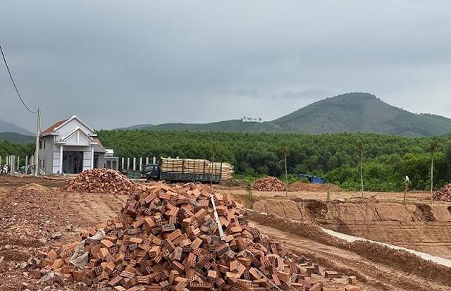 """Đại gia"""" phá rừng xây """"biệt phủ"""", chính quyền ở đâu?"""