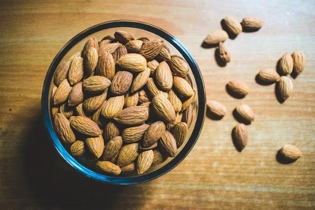 Badam khane ke fayde - बादाम खाने के फायदे बताएं