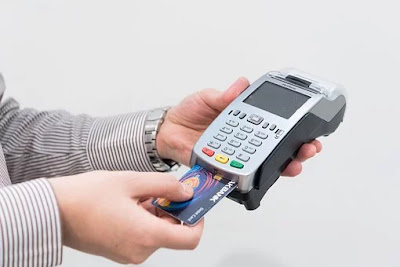What is the benefits to use the credit card. What is Advantage and disadvantage.