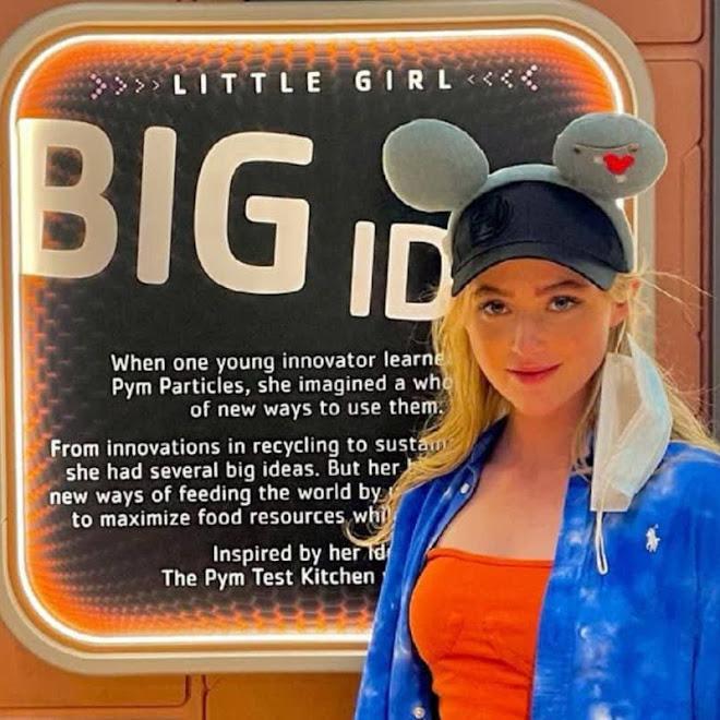 Kathryn Newton at Pym Test Kitchen in Avengers Campus : ヤング・アベンジャーズのヒロインとして、ファンが期待のキャスリン・ニュートンが、ディズニーランドのアベンジャーズ・キャンパスにお出かけ ! !