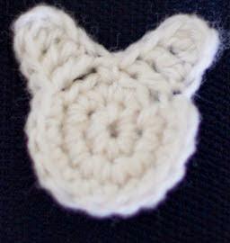http://translate.google.es/translate?hl=es&sl=en&tl=es&u=http%3A%2F%2Fwww.craftytuts.com%2Feaster-bunny-crochet-applique-free-pattern%2F&sandbox=1