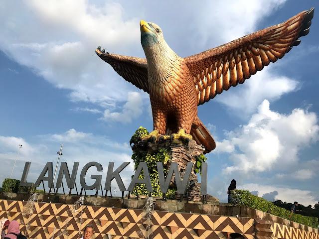 ميدان النسر لنكاوي Square Langkawi Helang