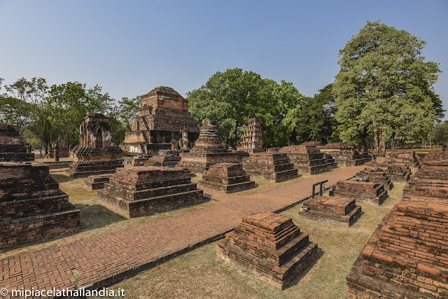Wat Mahathat, Sukhothai - smaller chides