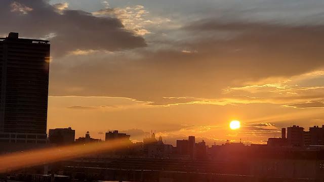 光線感のある夕日