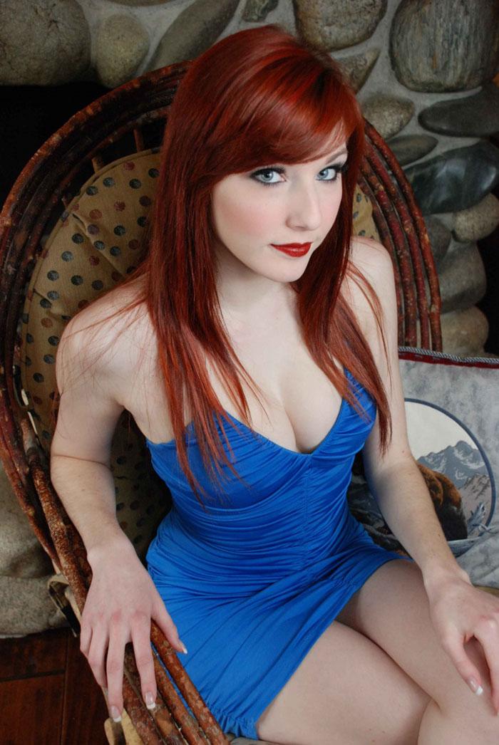 Sexy brunette webcam strip on bed