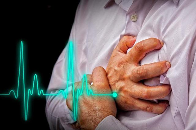 Saat duduk santai, namun ritme detak jantung tiba-tiba mendadak cepat, tentu dapat membuat kita tak nyaman. Bahkan tak jarang merasa ketakutan. Jangan cepat khawatir, ada beberapa alasan dan kondisi medis yang menyebabkan terjadi detang jantung cepat.