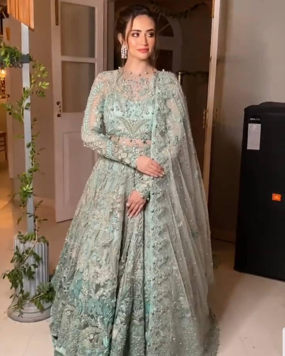 Sana Javed Gorgeous Looks from Elan Show