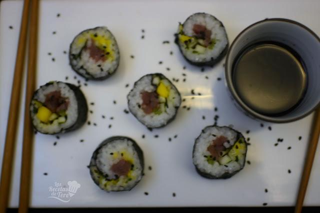 Maki sushi con atún, mango y apio tererecetas 05