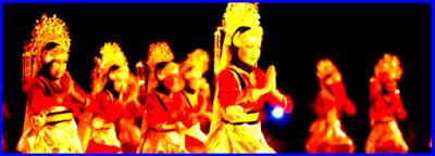 Tari Sekapur Sirih Merupakan tari persembahan. Tari adat Jambi ini banyak persamaannya dengan tari Melayu.
