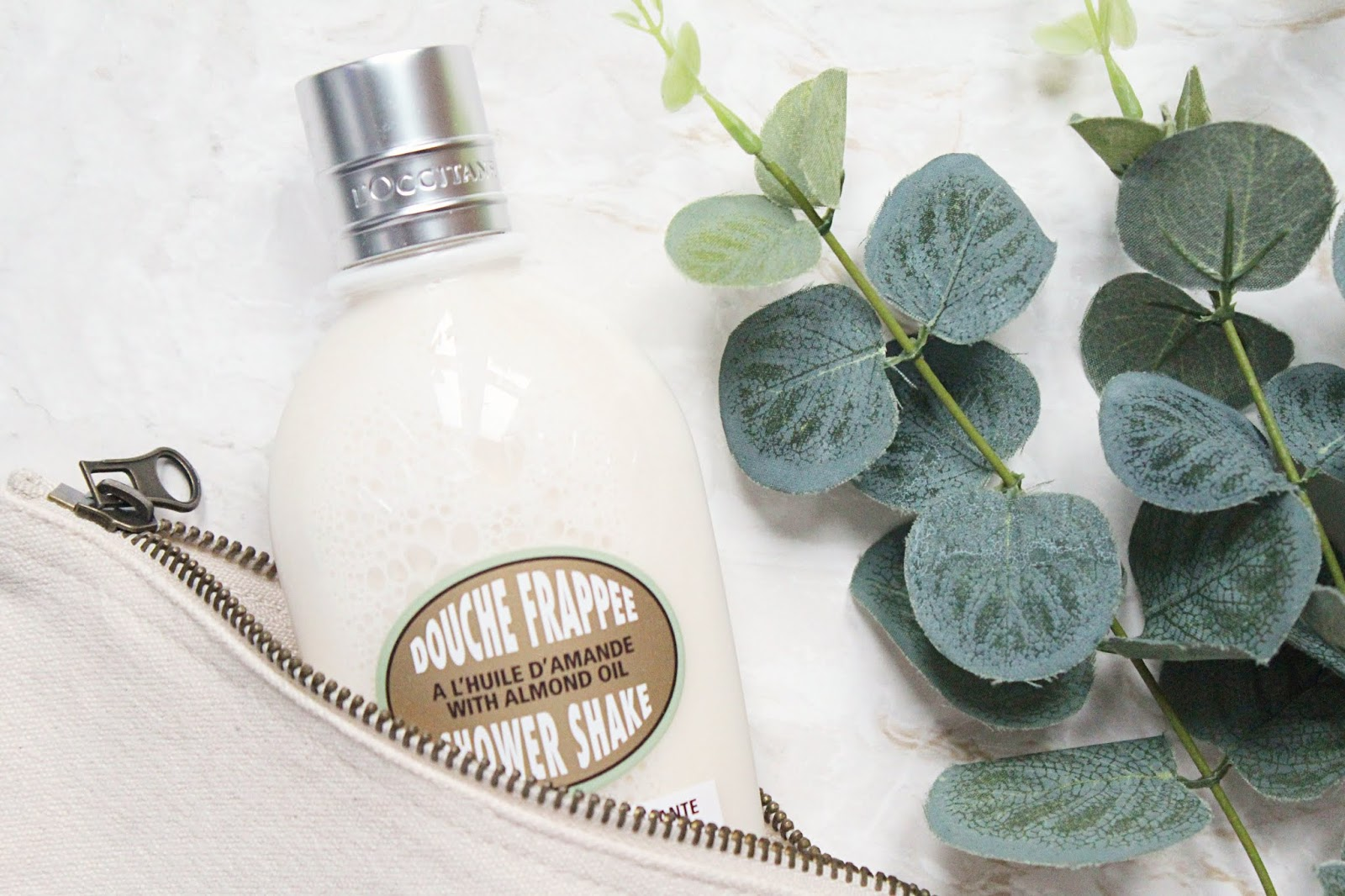 L'Occitane Almond Shower Shake