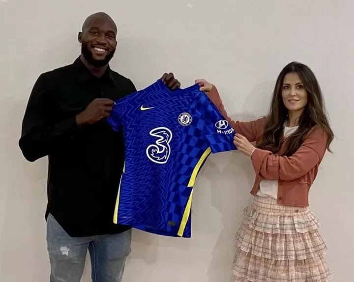 OFFICIAL: Chelsea break club transfer record to re-sign Lukaku for £97.5m