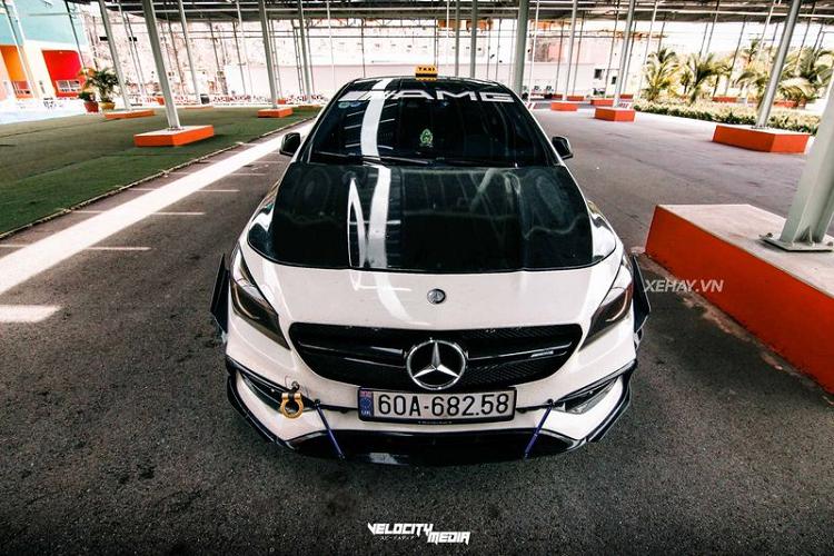 Mercedes-AMG CLA 45 độ phong cách 'Taxi' cực độc tại Việt Nam