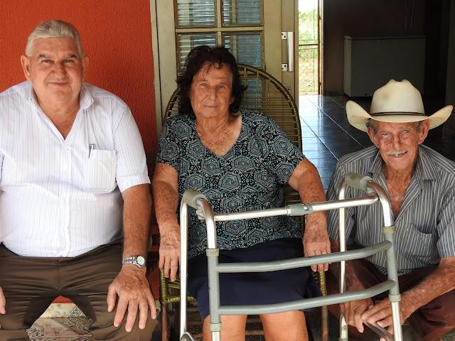 O ex-Gusto Fajan ao lado dos pais, a mãe dona Amélia e o do pai Wlademar Fajan (foto:: Emílio Carlos Vessecchi)