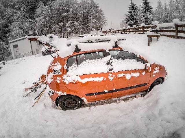 Powdern mit dem Auto Ski Kitzbühel