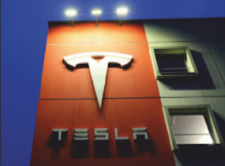 Tesla: Selling shares to build up a war chest