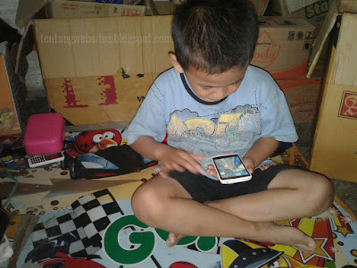Menyikapi Kehadiran Ponsel android terhadap anak kita