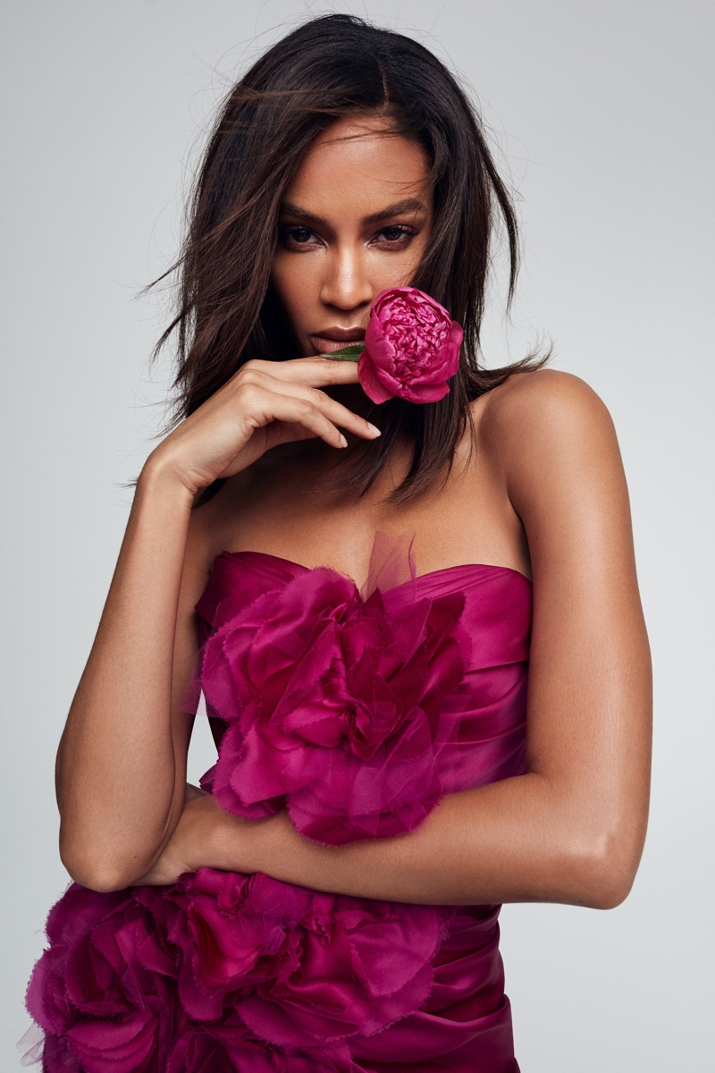 JOAN SMALLS WOWS IN VICTORIA'S SECRET 'BOMBSHELL PASSION' FRAGRANCE ADS