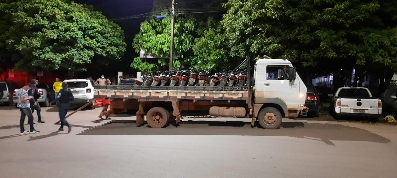As doze motos foram roubadas no município de Parauapebas e levadas de forma irregular para a zona rural e já estão na 20ª Seccional de Polícia Civil de Parauapebas, esperando os legítimos donos.